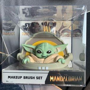 Loungefly Star Wars baby yoda makeup brush set